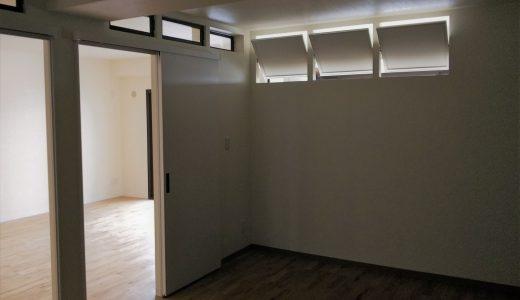 『フラップ式窓』で採光の確保と空気の循環
