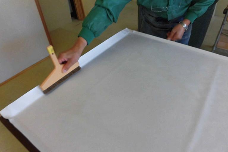 襖(ふすま)の貼り替え(張り替え)風景
